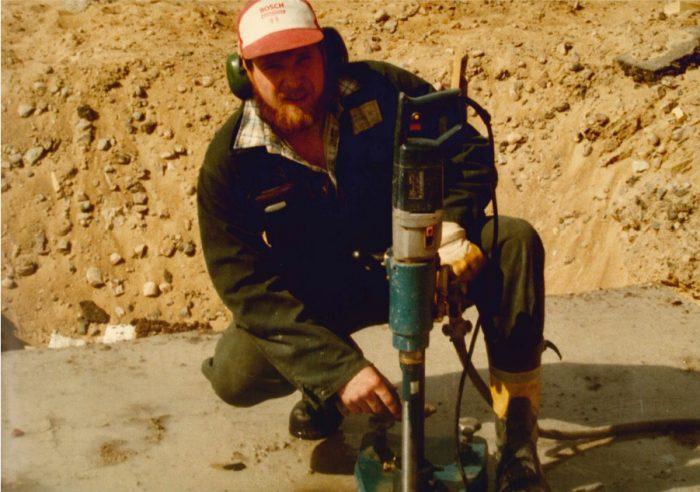 <p><strong>Kjell Andersson övertar verksamheten 1980</strong> och jobbar på själv fram tills 1982.</p>