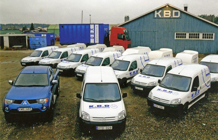 <p><strong>K.B.D, som står för Karlskoga Betongdemolering, är ett rivnings- &amp; håltagningsföretag med säte i Karlskoga.</strong>Företaget grundades 1984 av Rolf Nyström. 2005 övertogs K.B.D av Arnessons Betongborrning AB i Kil, som driver företaget vidare i samma anda, fast nu med betydligt större resurser. Därmed är det skapat en stark företagsgrupp med hela Värmland och Närke som bas. När andra backar tar vi ett steg framåt!</p>
